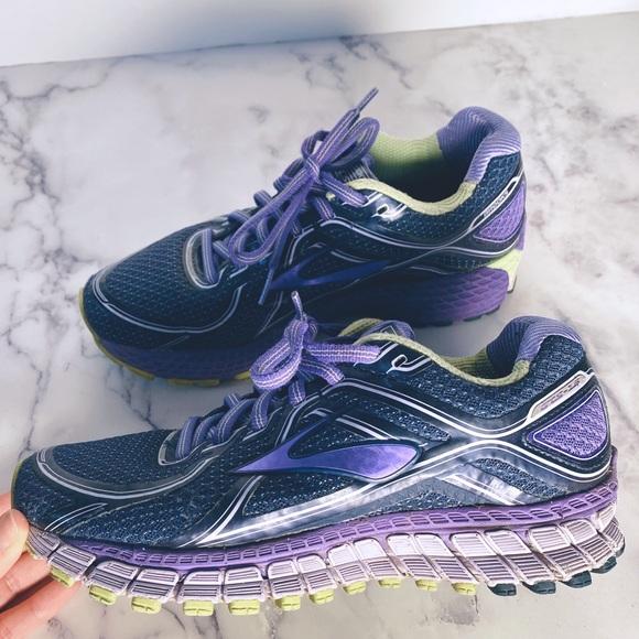 Adrenaline Gts 16 Womens Running Shoe